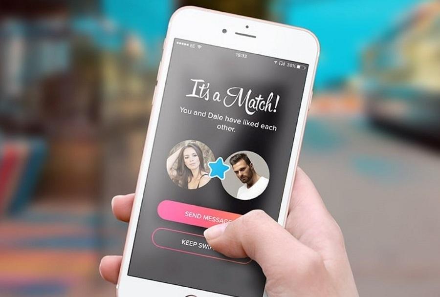 Tinder tự động lấy mọi dữ liệu từ Facebook như hình ảnh, sở thích, các trang đã like, kèm theo thông tin vị trí GPS