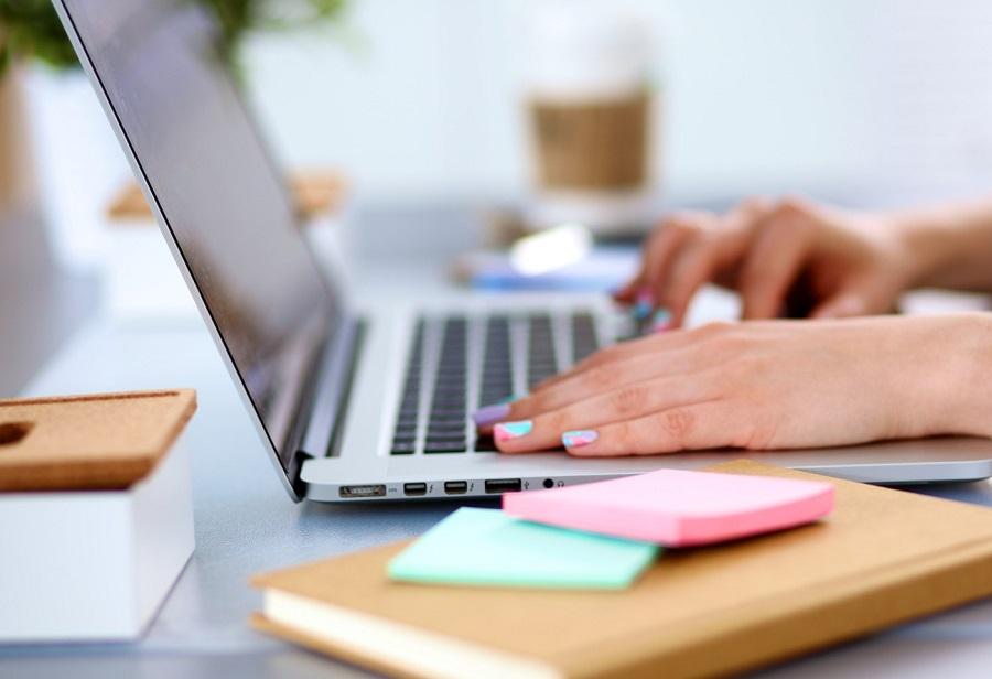 Viết bài là việc làm online cực kì thích hợp với những ai có nhiều thời gian rảnh rỗi.