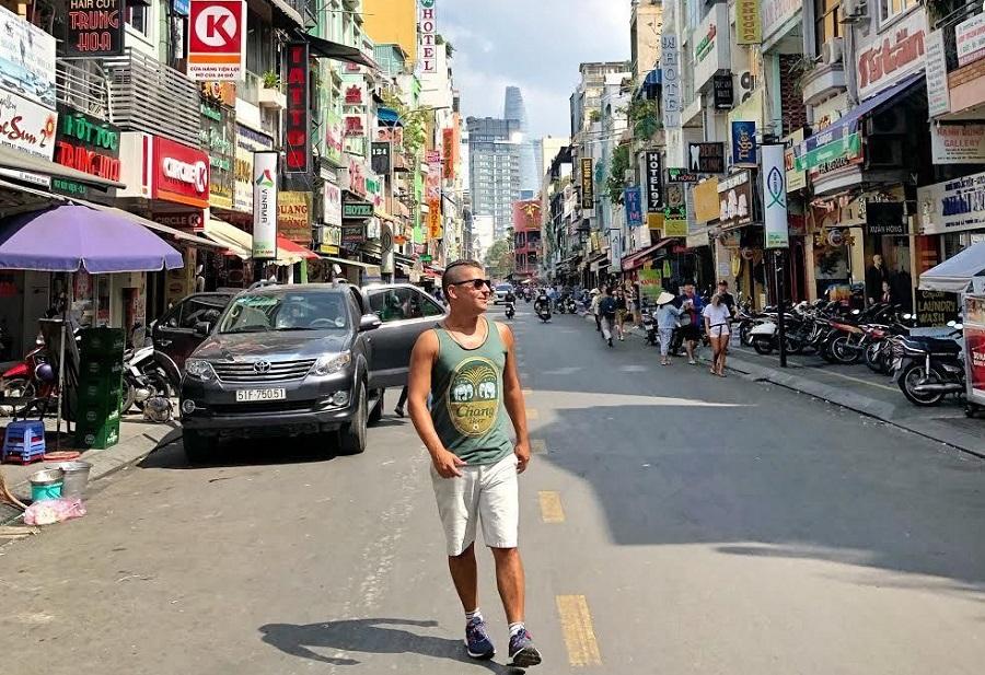 Khách ngoại quốc du lịch hoặc công tác tại Sài Gòn