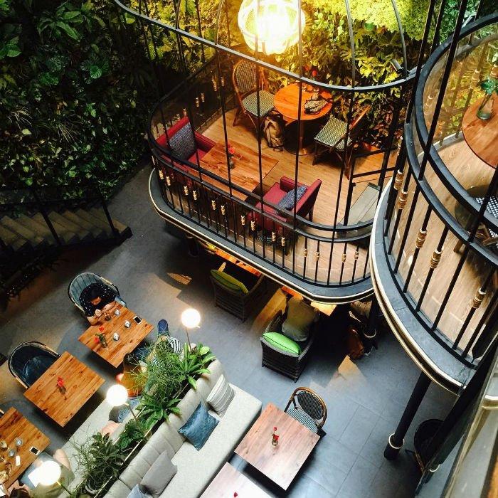 Café Terrace có không gian xanh mát, cổ điển và lãng mạn
