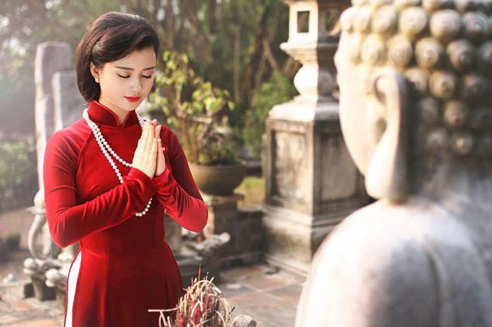 Vào ngày 7/7 Âm lịch người ta thường đi chùa cầu tình duyên.