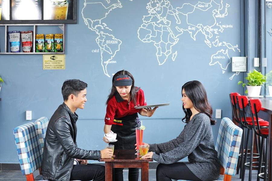 Nhiều người cùng quán cà phê để gặp gỡ bạn bè, khách hàng, đối tác
