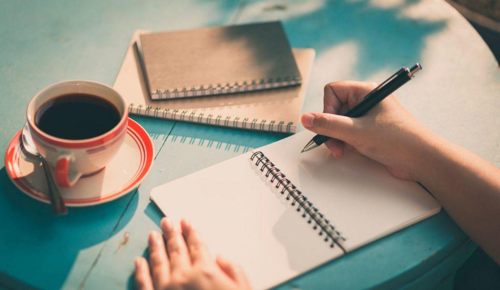 Qua những lời khen, chê góp ý bạn có thể đúc rút lại những kinh nghiệm và viết tốt hơn mỗi ngày.