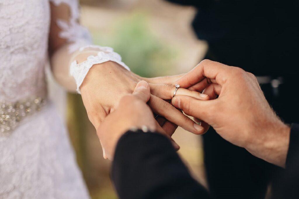 Trái ngọt của một cuộc tình đó chính là hôn nhân. Nếu yêu thật lòng chàng trai của bạn sẽ đề cập đến điều này.