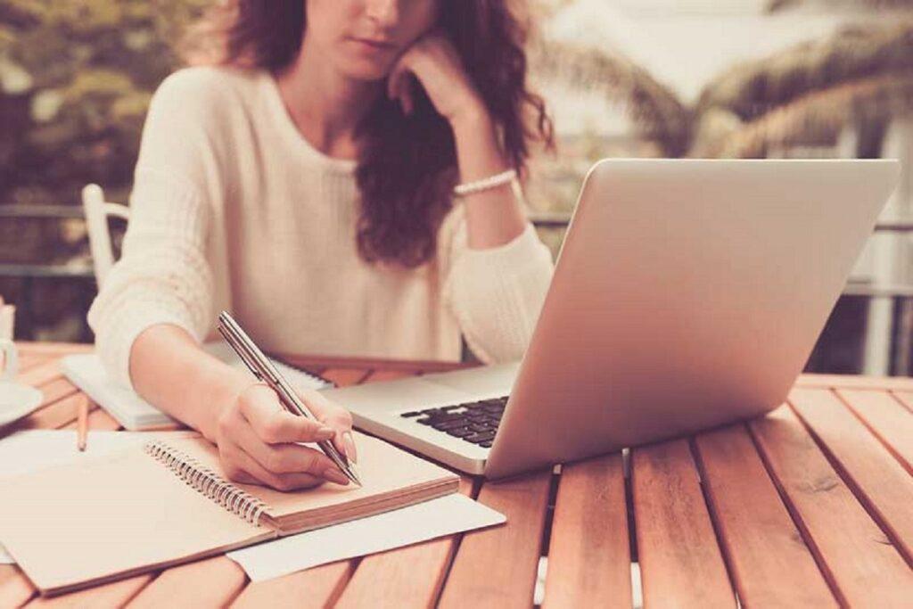 Bạn để nâng cao kỹ năng viết lách mỗi ngày nếu muốn kiếm bộn tiền từ công việc viết lách.