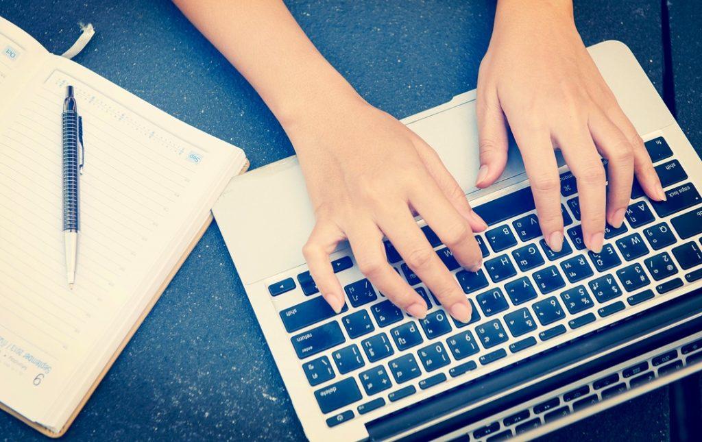 Cộng tác viên viết bài - một trong những cách kiếm tiền online mùa dịch không cần vốn.